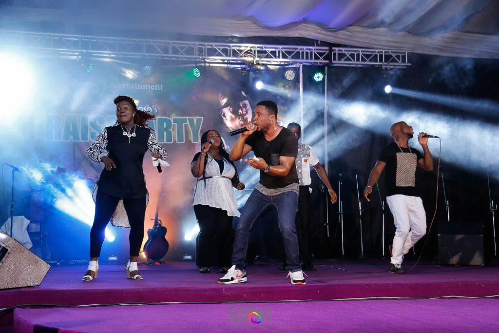 tim-godfrey-on-stage